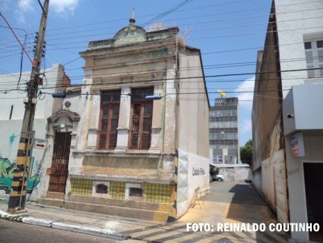 Relíquia arquitetônica na Rua Coelho Rodrigues