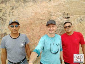 Robert Fontenele, F Gerson Meneses e Antonio Francisco, registro da Pedra do Letreiro de Batalha