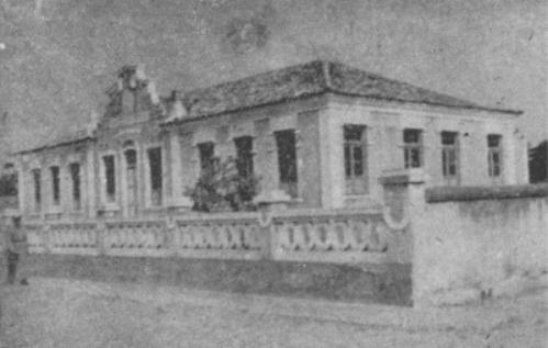 Unidade Escolar Anísio Brito em Piracuruca completa 86 anos e está abandonada