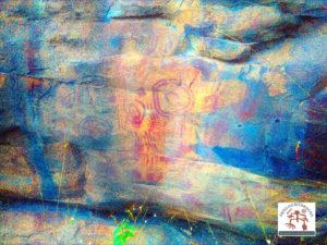 Painel de arte rupestre. Imagem realçada com o plugin DsTretch