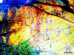 Arte rupestre com aplicação do realce DSTretch