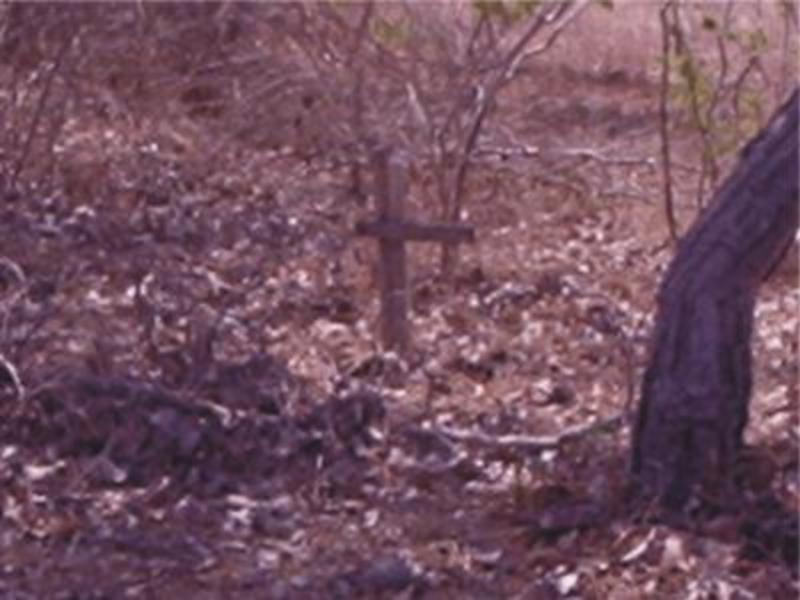 """Últimos vestígios do antigo cemitério """"Cruz das Almas"""" no Bairro Guarani em Piracuruca"""