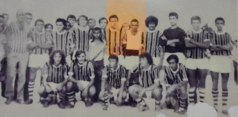 O grande goleiro Tó, aqui ao lado de Garrincha, marcou época pela sua agilidade e impulsão