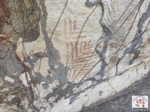 Painel com arte rupestre