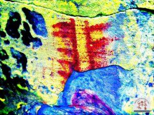Painel com arte rupestre realçado com DsTretch